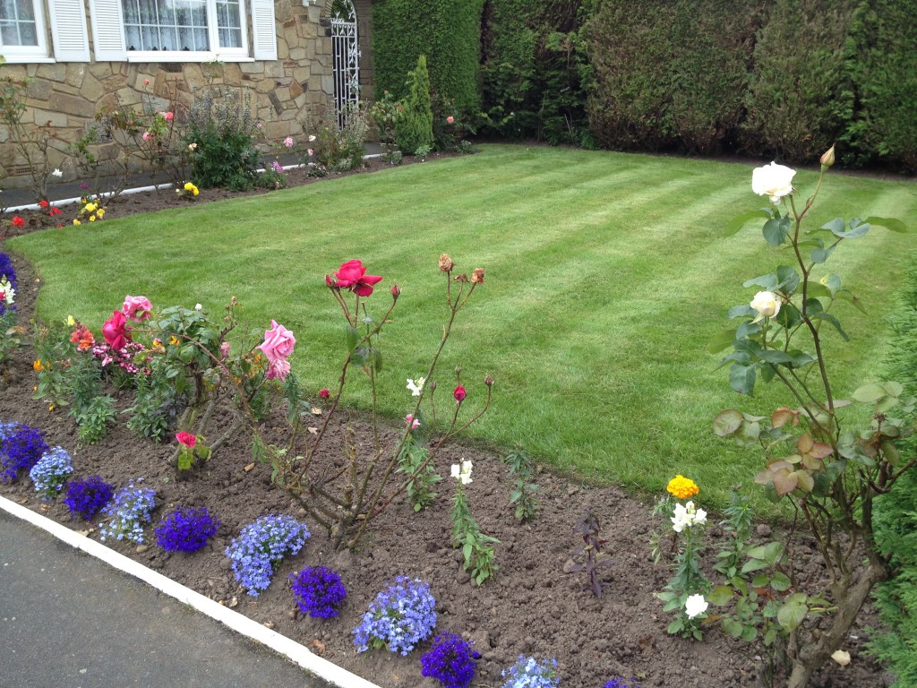 Smart gardens gardener leeds garden design for Garden landscaping services